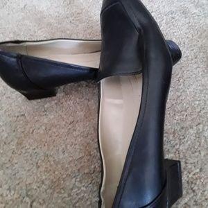 Naturalizer black size 9.5M low heel pump slip on
